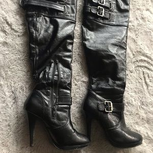 Apostrophe Heeled Women's Boots